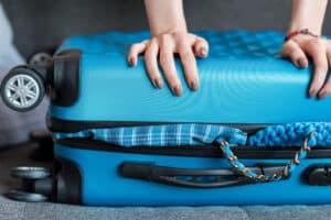 blå kuffert