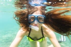 dame under vandet